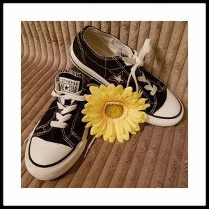 Converse*Girls One Star Low Tops-Sz 1